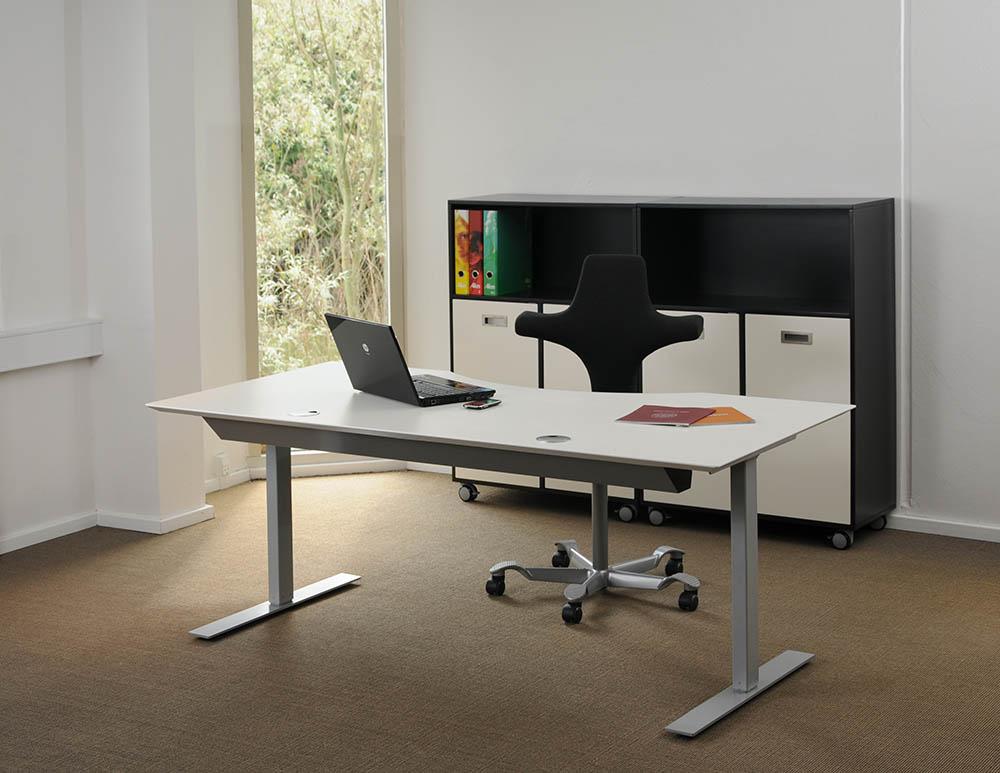 Scrivania tavolo bianco telaio alluminio 2l msp2 2 hvidalu for Vendita scrivanie
