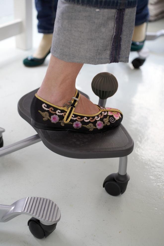 Poggiapiedi ergonomico aia step up ha165177 548 - Poggiapiedi da ufficio ...